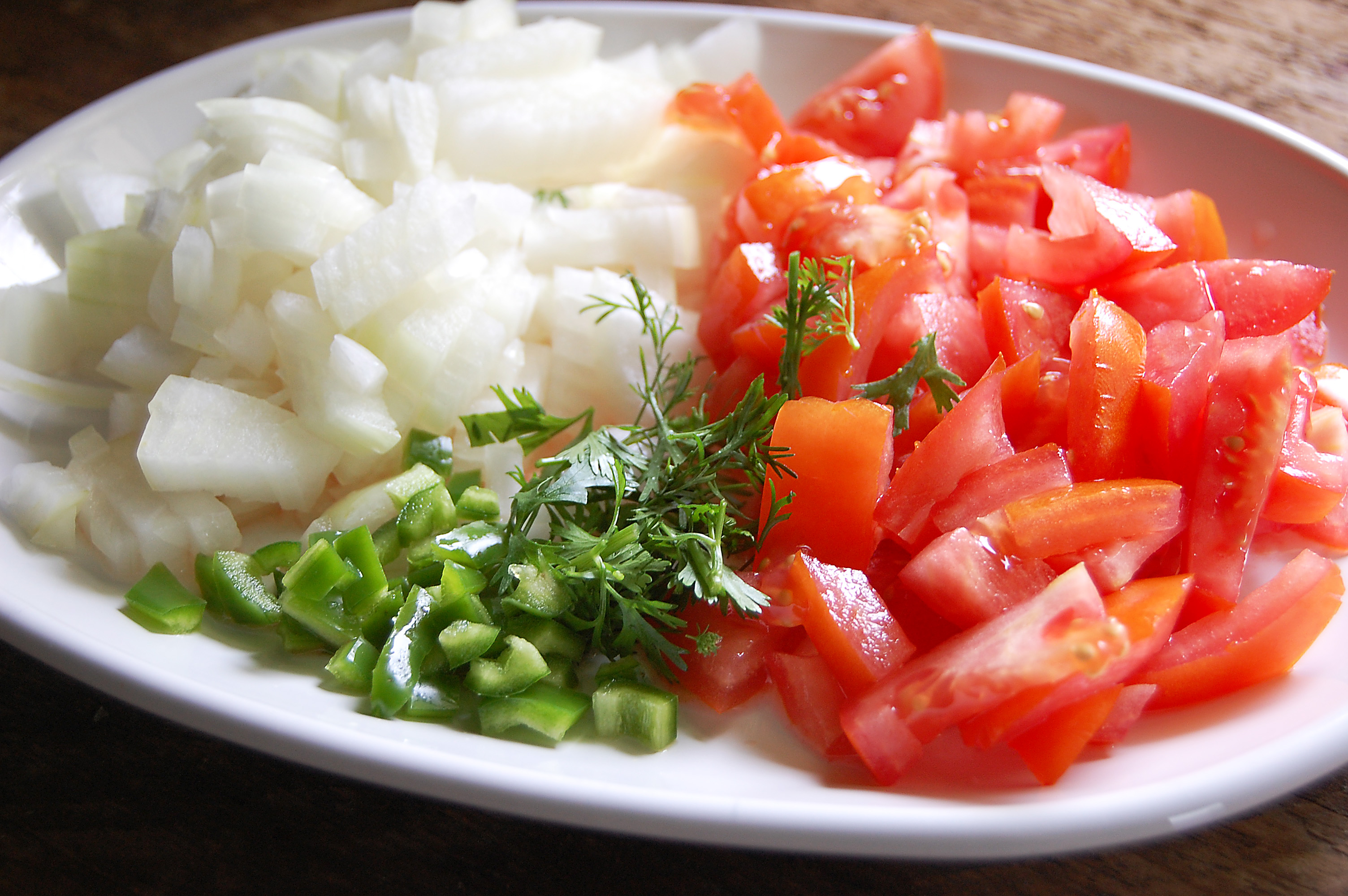 In a medium bowl combine the chopped tomato onion jalape 241 o pepper